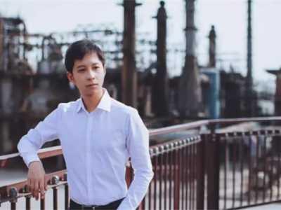 曾繁旭 教师节围观新闻院系男神教授